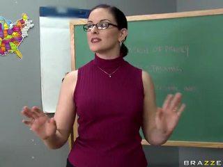 Tristyn kennedy fucks a veľký kokot v the trieda video