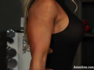 Muscular blondinka jana megan avalon işlemek