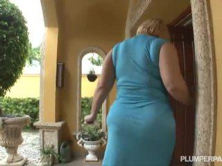 Samantha 38g এবং angelina castro double টীম সার্টের সামনে
