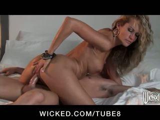 Ohromující blondýnka paní jessica drake fucks a ženatý člověk