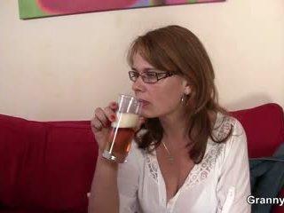 Drunken μαμά gets αυτήν μουνί γαμημένος/η