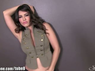 Sunnyleone sunny leone în ei armata outfit! nou solo!