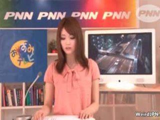 हॉर्नी जपानीस समाचार reading गर्ल gets