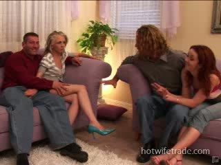 Суингър съпруги spermmed на