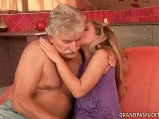 Senas guys vs paauglys bitches