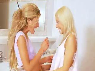 孩儿, 女同性恋, 金发