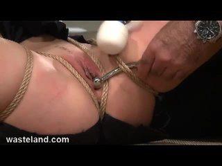 Brunett slav bounded och toyed