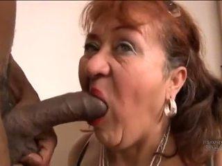 Picked omhoog oud spaans grootmoeder voor screwing pleasures