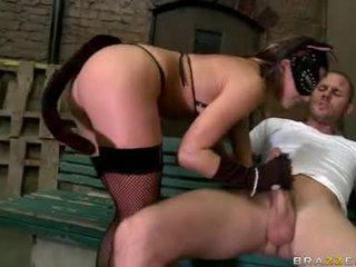 Sexually excited uncomplaining rachel roxx takes een monster boner neuken haar mond diep