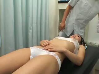 Násťročné climax breast masáž 1