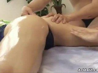 Miela japoniškas kūrva hinano shirosaki massaged ir fucks two cocks