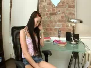 Evelina laska biuro przyjemność na a krzesło