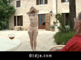 Oldje: denisa heaven screwed por an viejo hombre outdoors