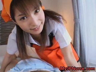Ann nanba dolce asiatico infermiera gives