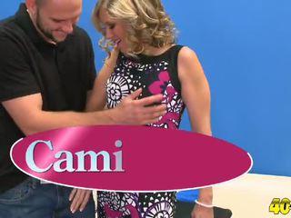Cami gives כ טוב כ היא gets