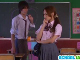 אסייתי תלמידת בית ספר yukina momota