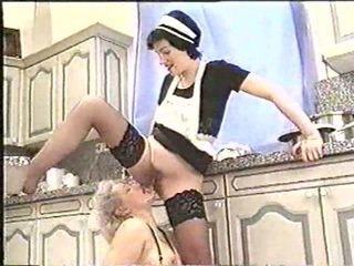 Piss; възрастни жена drinks maids piss