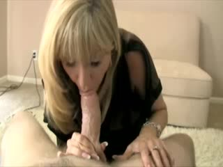 Cougar mama is playing with a dick