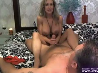 Atemberaubend vollbusig pornostar brandi liebe handjob szene