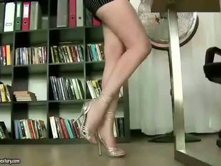 Asa akira enjoys άτακτος/η footsex