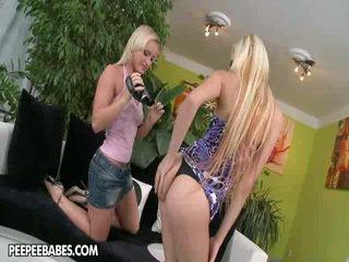 Lesbie Strap On