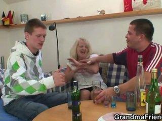 kijken mmf, grootmoeder scène, moms and boys mov
