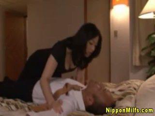 Japonsko azijke zreli poljubljanje