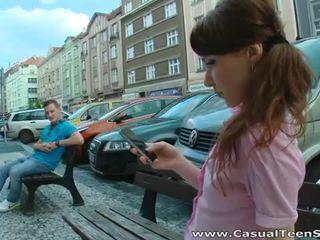 Kåt russisk tenåring knullet hardt ved hjem
