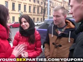 אפרוחים לקבל the סקס מסיבה going
