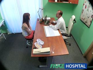 Fakehospital ārsts cures seksuālā pacients ar a smags dose no sekss