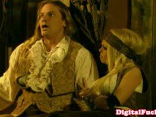 Porno žvaigždė abbey brooks į analinis kostiumas orgija