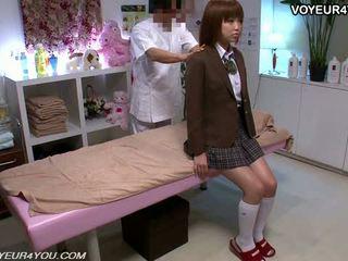 Японки тийн училище момиче тяло масаж