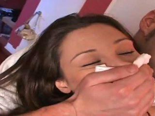 Celeste نجمة و لها صديق gets chloroformed بواسطة two guys