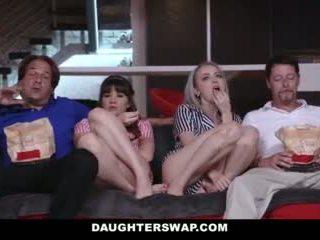 Daughterswap - مراهقون خداع إلى سخيف الآباء أفضل صديق