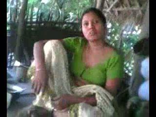 Desi Village Aunty Showing Boobs on Re...