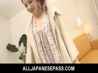 Bushy asiática adolescente gets consolador follada y fed corrida