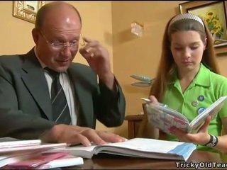 มีอารมณ์ คุณครู seducing วัยรุ่น