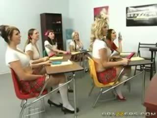 Groot tieten bij school- hogeschool van kennis (20081216) austi