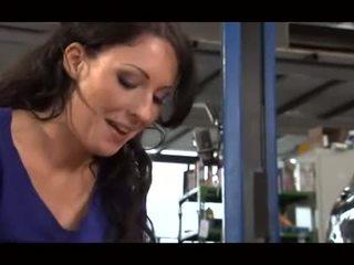 Tysk mechanic gets handjob