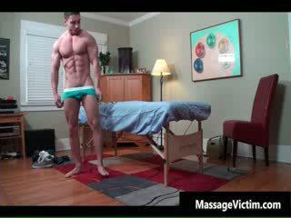 Super príťažlivé bodied guy gets naolejované pre gejské