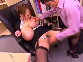 Slecht kantoor dame met groot tieten hitomi tanaka