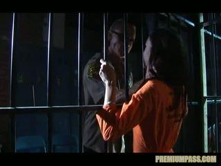 Stuck taga bars sisse a vangla jaoks hoor taylor vihmas on sunnitud kuni vaatama