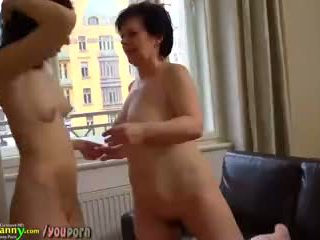 Sexy old mature licks young pussy