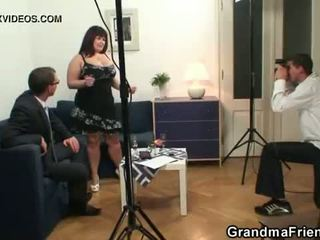 Oud vet takes two dicks na photosession