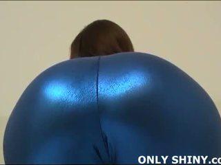 这 紧 blue 斯潘德克斯弹性纤维 hugs 我的 curves