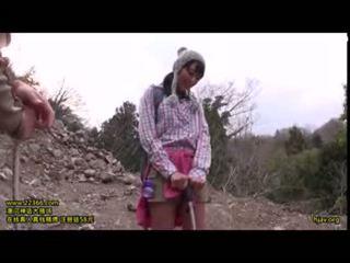 Aranyos tini szabadban climbging goupsex csoportos