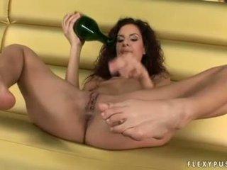 酒 paramour leanna 甜 copulates 她的 cookie 同 她的 空 瓶