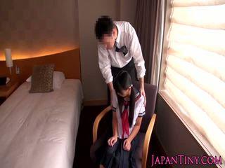 اليابانية تلميذة مارس الجنس بواسطة عمل رجل