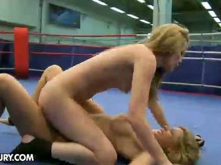 Nudefightclub presenta cindy sperare vs sophie moone