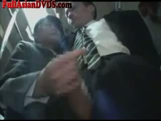 Ασιάτης/ισσα κορίτσι του σχολείου gives μαλακία επί λεωφορείο
